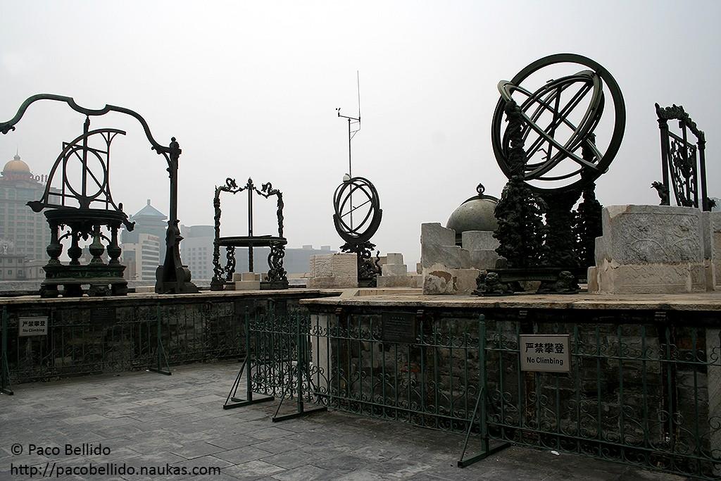 Los aparatos de Verbiest en el Antiguo Observatorio de Beijing. Foto: © Paco Bellido