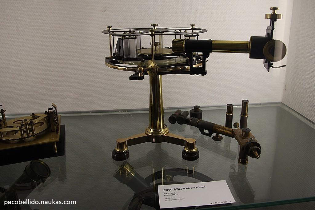 Espectroscopio de seis prismas. Foto: © Paco Bellido