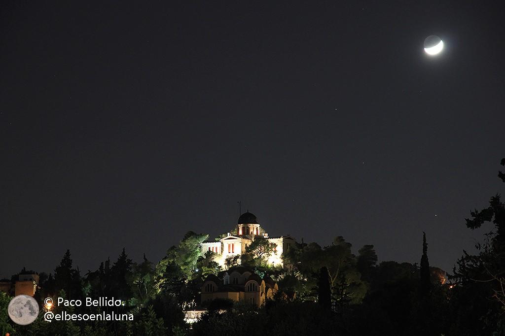 La Luna sobre el Observatorio Nacional de Atenas. Foto: © Paco Bellido