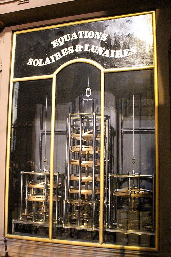 Marcadores de las ecuaciones solares y lunares. Foto: © Lola Vázquez