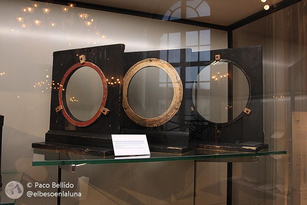 Algunos objetivos con la firma tallada de su autor, Giuseppe Campani, que se conservan en el Observatorio de París. Foto: © Paco Bellido