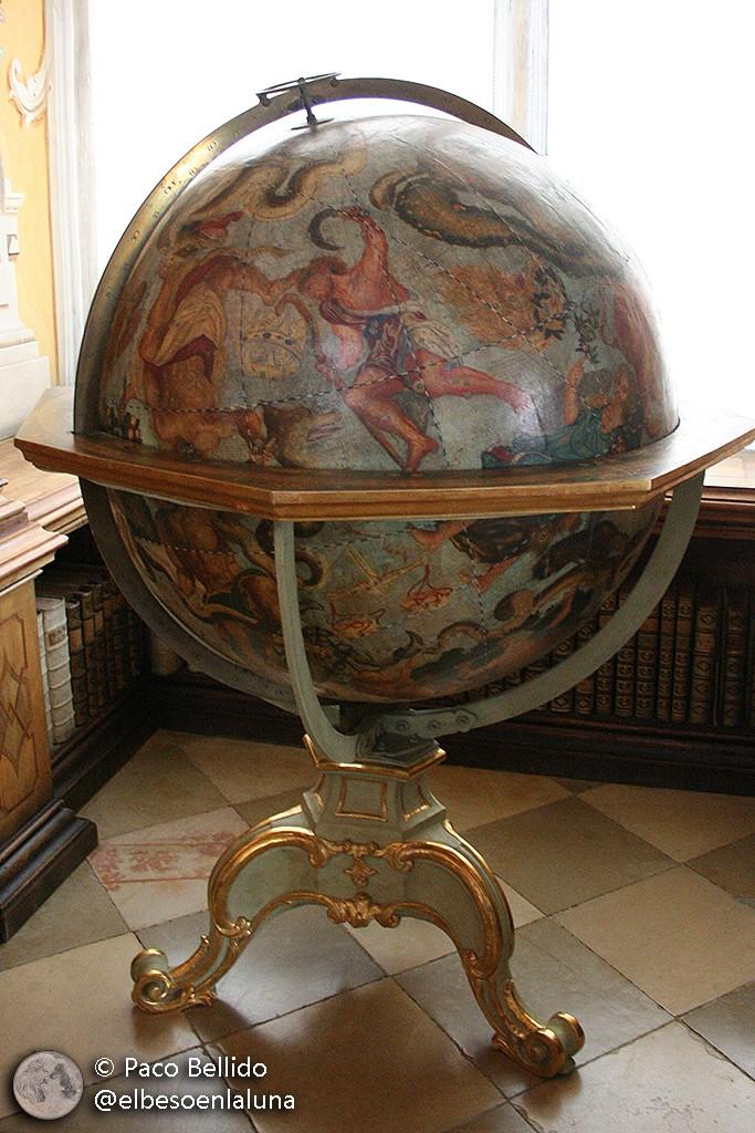 Detalle del globo celeste de Coronelli en la biblioteca de la abadía de Melk. Foto: © Paco Bellido