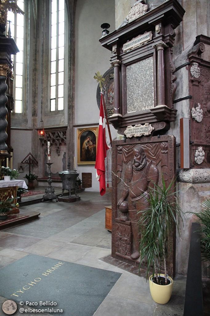 Tumba de Tycho Brahe en Praga. Foto: Paco Bellido