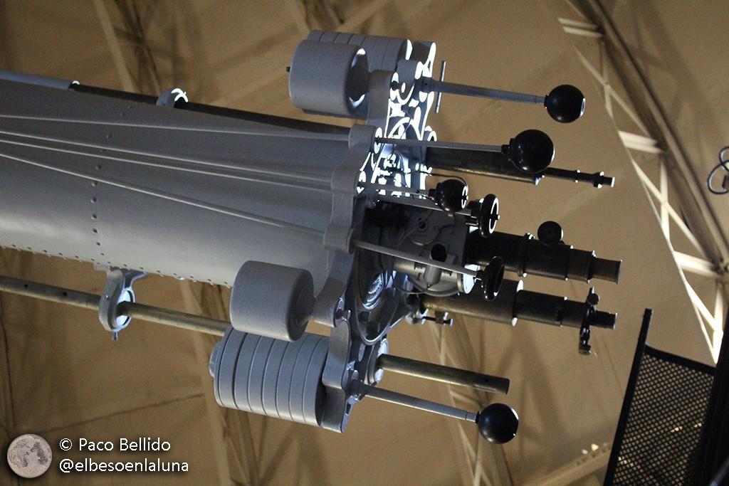 Detalle de los mandos de movimiento lento del telescopio. Foto: Paco Bellido