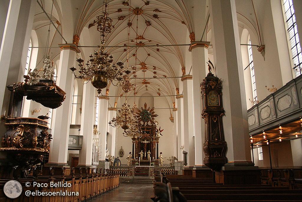 Interior barroco de la Iglesia de los Trinitarios, reconstruida tras el gran incendio de 1728. Foto: Paco Bellido