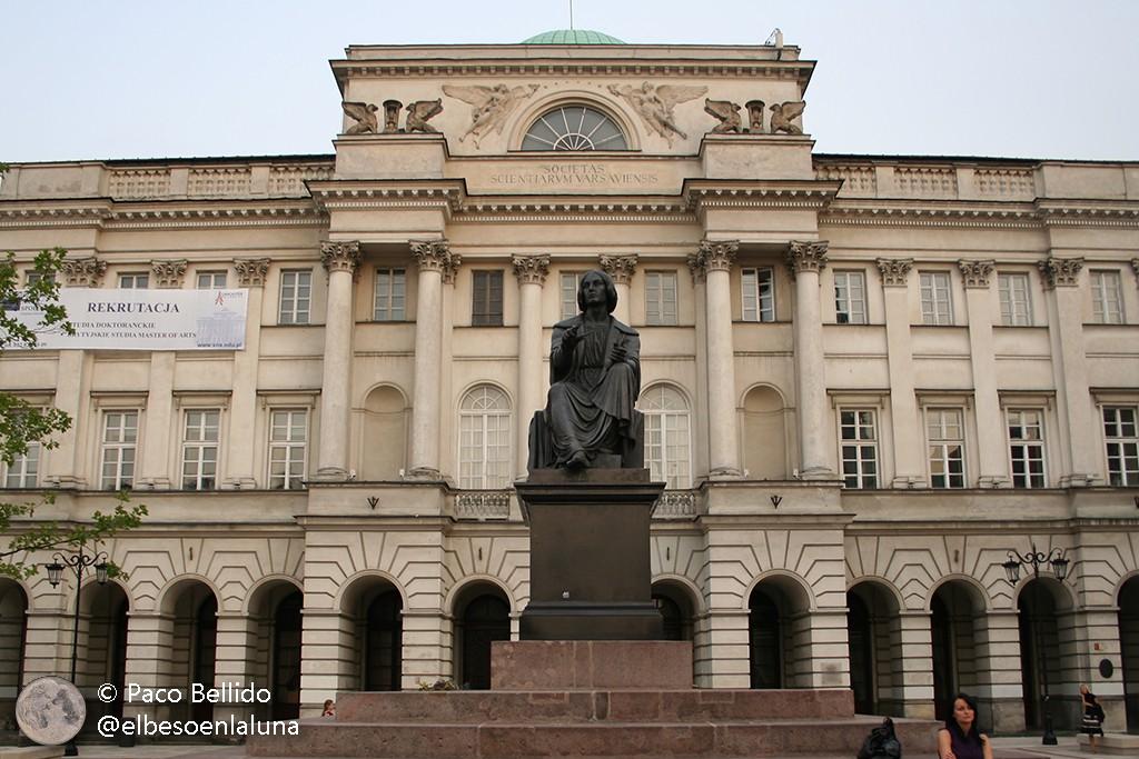 Copérnico frente a la Academia Polaca de las Ciencias en Varsovia. Foto: © Paco Bellido