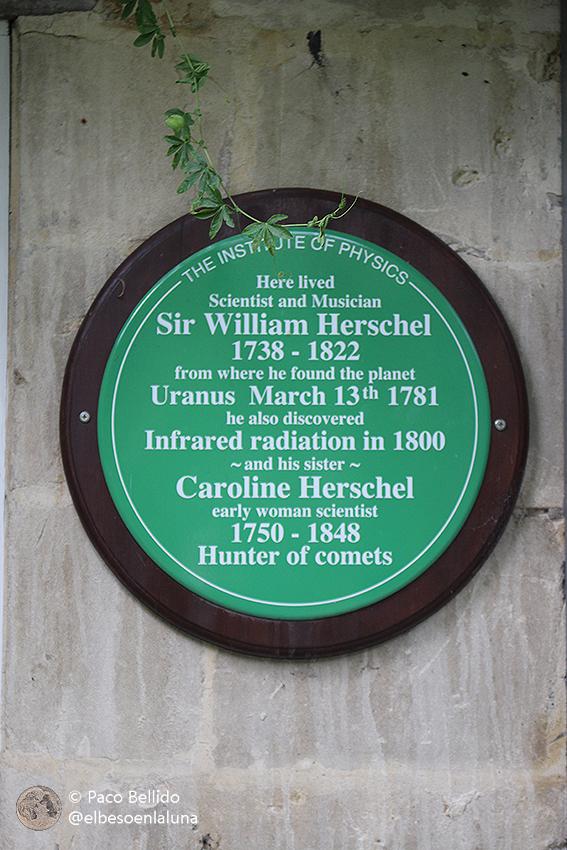 Placa conmemorativa del jardín