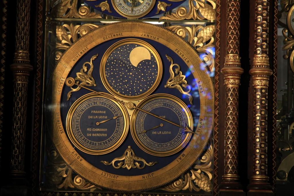 Detalle de efemérides lunares: fase, paso de la Luna por el meridiano de Beauvais y edad de la Luna.