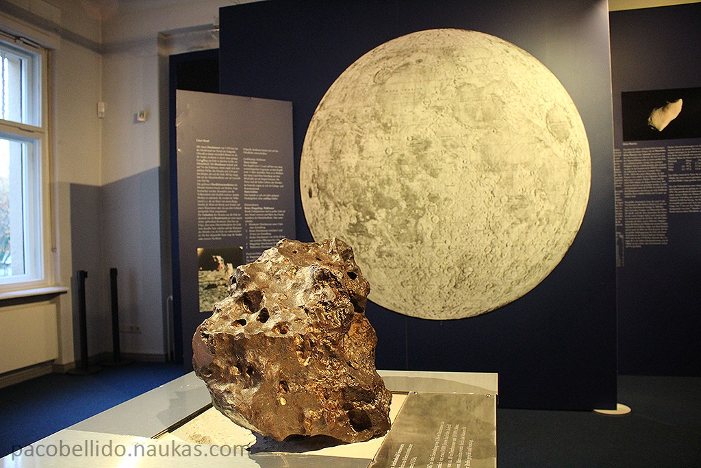Un trozo del meteorito que provocó el Meteor Crater de Arizona. Foto: © Lola Vázquez