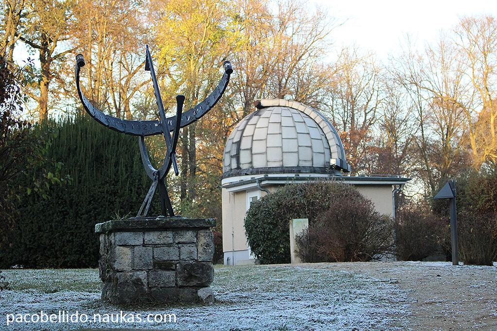 Reloj de sol y cúpula. Foto: © Lola Vázquez
