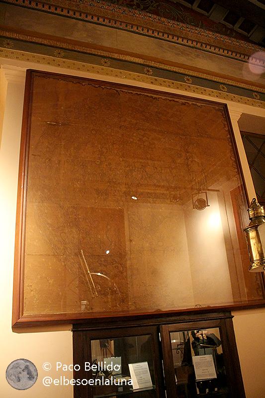 El mapa lunar de Schmidt en la actualidad en una de las salas del edificio Sinas. Foto: © Lola Vázquez