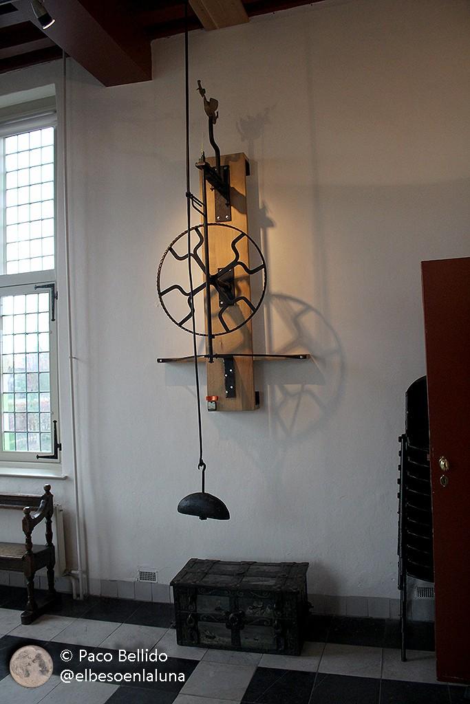 Detalle del péndulo original de Huygens instalado en la iglesia de Scheveningen. Foto: © Lola Vázquez.