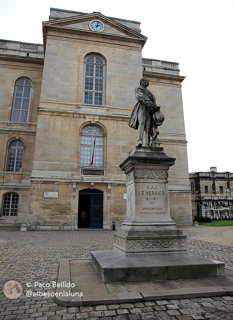 Estatua de Urbain Leverrier a la entrada al Observatorio de París. Foto: © Paco Bellido