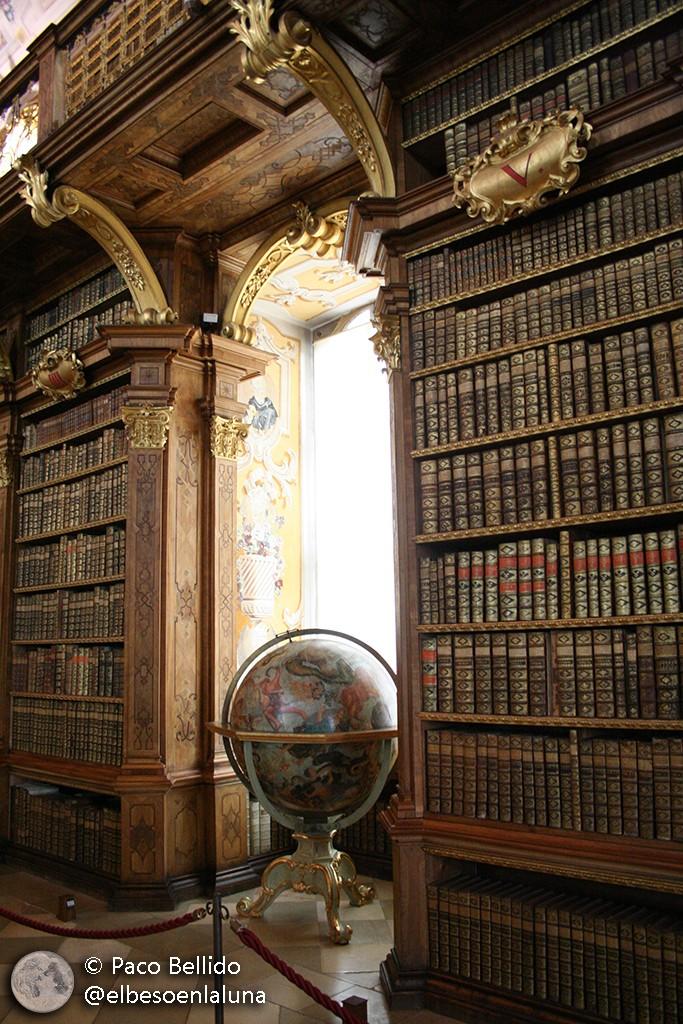 Globo celeste de Coronelli en la biblioteca de la abadía de Melk. Foto: © Paco Bellido