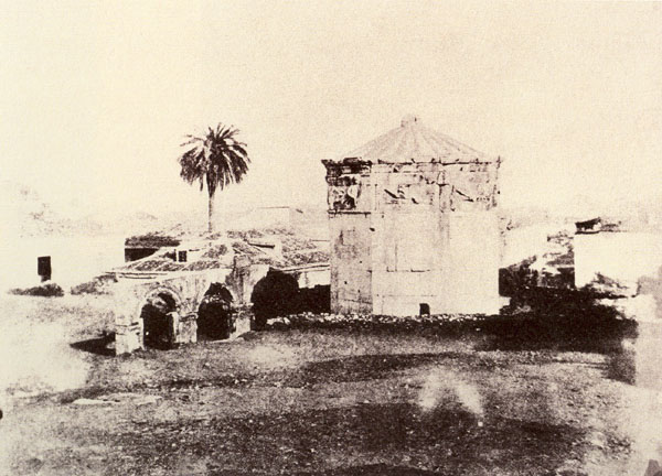Fotografía de Claudius Galen Wheelhouse en la que aparece la torre sin excavar en 1850.