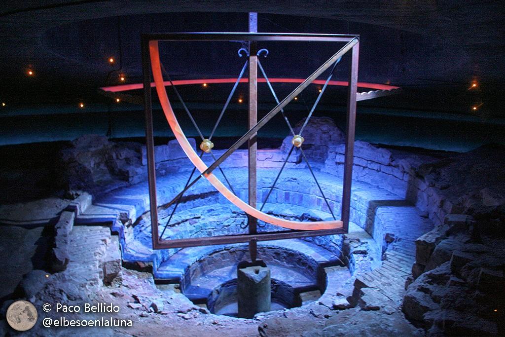 Se conservan los basamentos originales de algunos de los instrumentos astronómicos. Foto: Paco Bellido