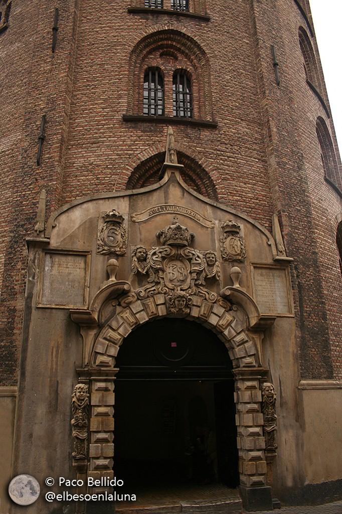Puerta principal de la Torre Redonda. Foto: Paco Bellido