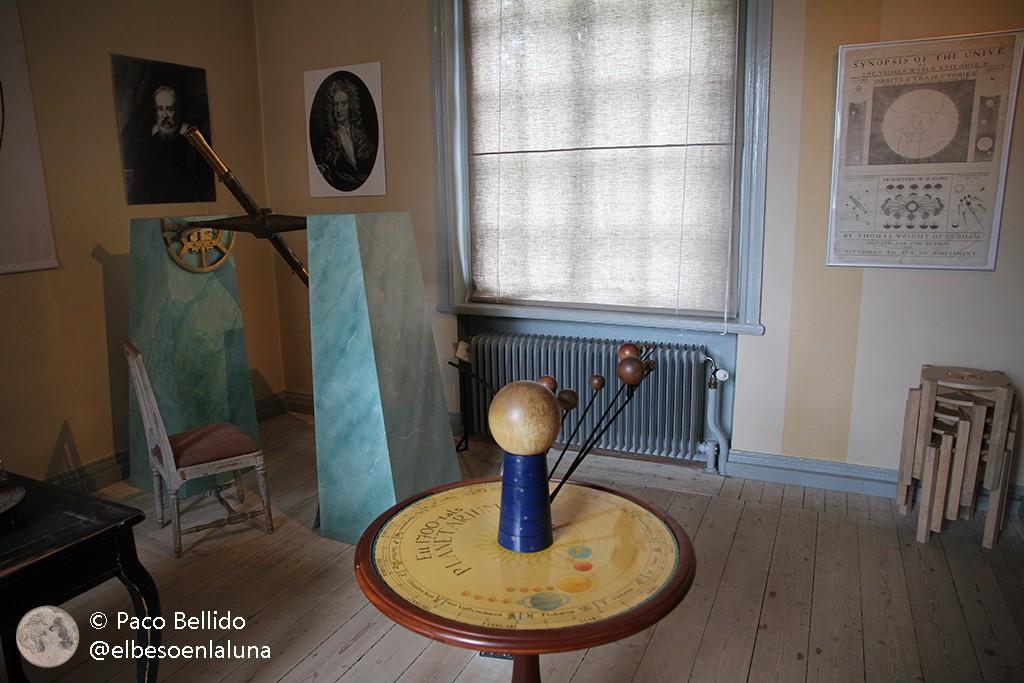 Un antiguo modelo del Sistema Solar utilizado en sesiones didácticas. Foto: Paco Bellido