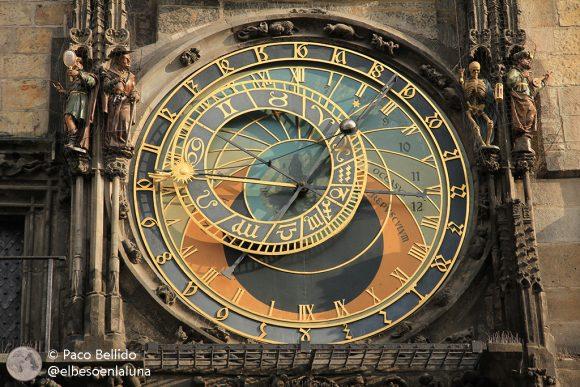 Dos relojes astronómicos checos