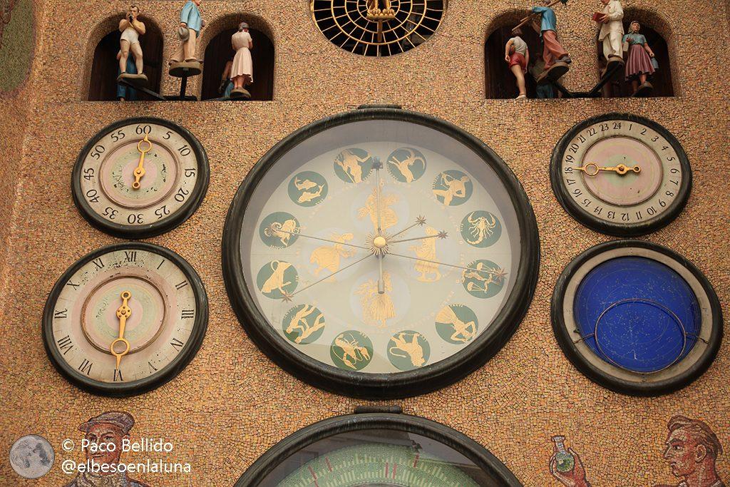Dos relojes astronómicos checos Otros mundos